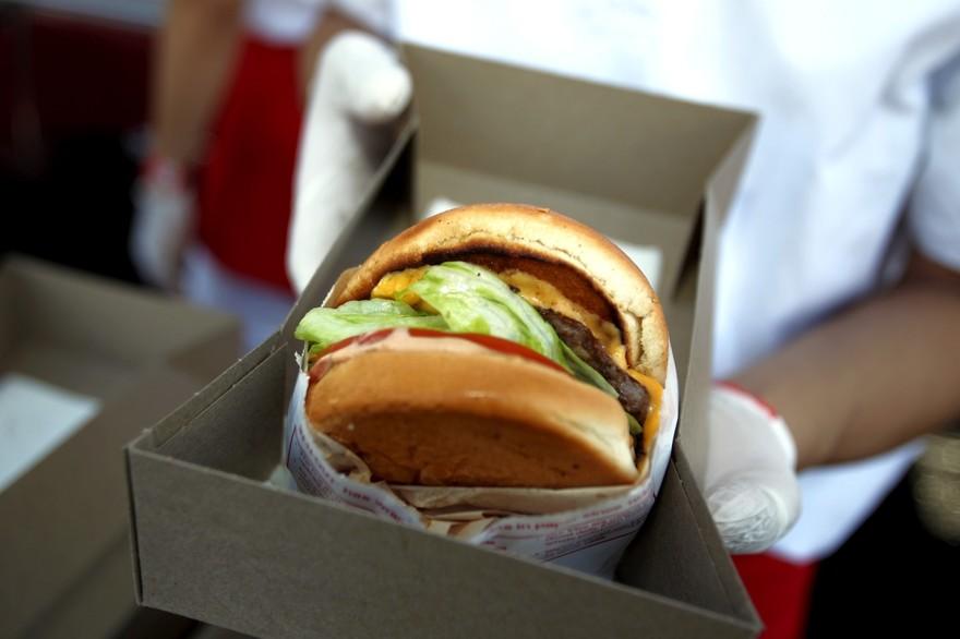 14h d'attente pour manger un hamburger — Etats-Unis